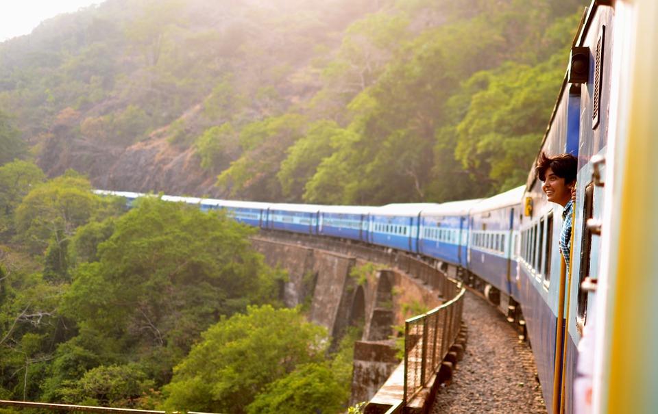 train-947323_960_720